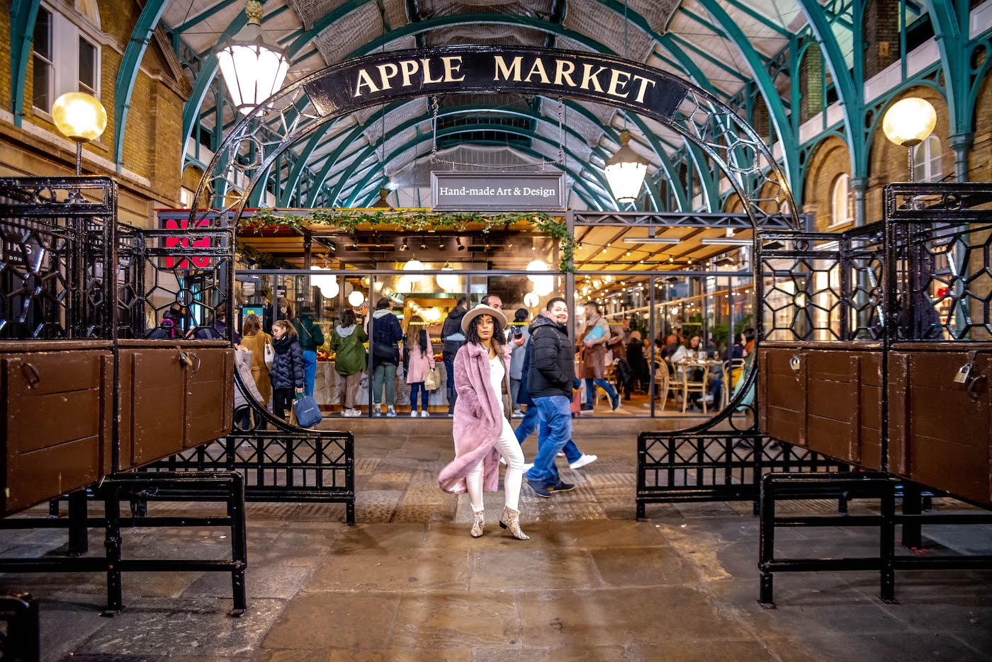 A weekend in London. Apple Market at Covent Gardens